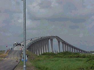 Jules Wijdenbosch Bridge - Image: Brugboot 3