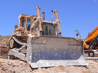 """Caterpillar D9 - CAT D9L, the first D9 model to employ the """"high drive"""" configuration."""
