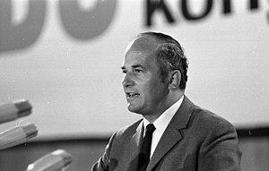 Rainer Barzel - Image: Bundesarchiv B 145 Bild F029561 0005, Essen, CDU Bundestagswahlkongre ss, Barzel