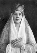 1910: Actress performing Maria