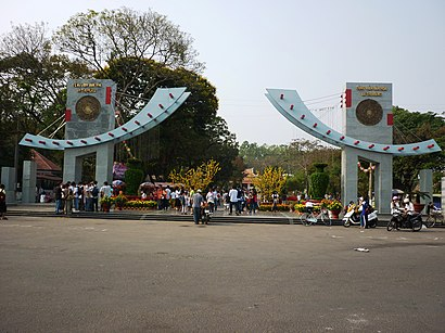 How to get to Công Viên Lê Thị Riêng with public transit - About the place