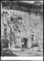 CH-NB - Chillon, Château, Cour intérieure, vue partielle - Collection Max van Berchem - EAD-9379.tif