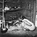 COLLECTIE TROPENMUSEUM Een vrouw blaast een vuur aan met een stuk bamboe TMnr 20000266.jpg
