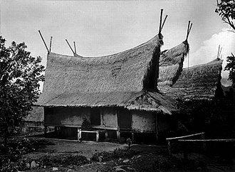 Sundanese traditional house - A traditional Sundanese house with Julang Ngapak roof and Capit Gunting ornament in Papandak, Garut circa 1920s.
