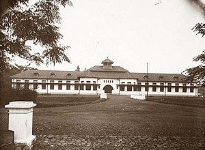 Bogor Agricultural University - The Middelbare Landbouwschool Buitenzorg in the 1920s