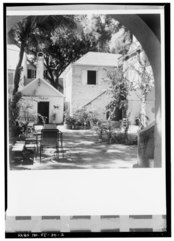 COURT WITH COOKHOUSE TO LEFT, EAST WING TO RIGHT, VIEWED FROM ENTRANCE DRIVE LOOKING NORTHWEST - Newton House, 56 Company Street, Christiansted, St. Croix, VI HABS VI,1-CHRIS,31-2.tif