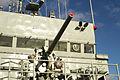 """Cañón Mk.22 de 76 mm (3""""-50) y puente de mando del """"Atalaya"""" (16419449257).jpg"""