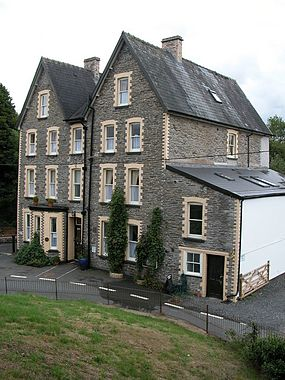 Cammarch Hotel, Llangammarch Wells in 2006.jpg