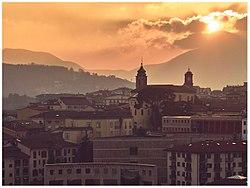 Campanile del Duomo e Torre dell'Orologio al tramonto.jpg