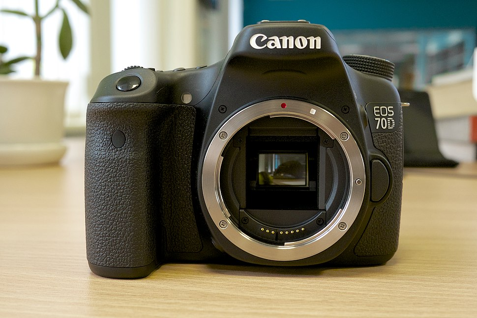 Canon EOS 70D (camera body front view)