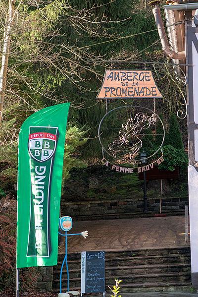 De Casino / Auberge de la promenade / La femme sauvage op der Place de Saintignon zu Zowaasch.