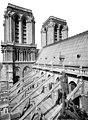 Cathédrale Notre-Dame - Façade sud, arcs-boutants et toiture, vus vers l'ouest - Paris 04 - Médiathèque de l'architecture et du patrimoine - APMH00014049.jpg