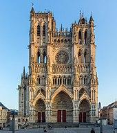 Façade de la cathédrale Notre-Dame d'Amiens.