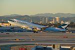 Cathay Pacific, Boeing 747-400, B-HUG (16859583466).jpg