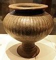Ceramica ellenistica, vaso costolonato.jpg