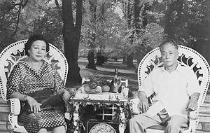 Chen Qi (collector) - Chen Qi with his wife, Qiuben Jiumeizi