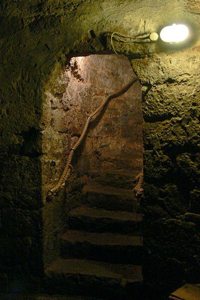 File:Chirk castle - Burgverlies 1.jpg