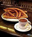 Chocolate con churros en Granada.jpg