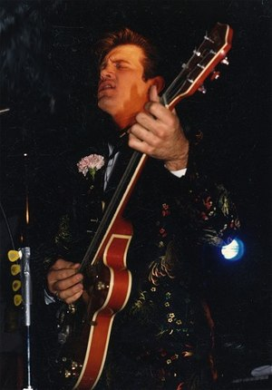 Chris Isaak - Chris Isaak onstage in Berkeley, California – 1986