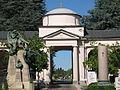 Cimitero monumentale di Torino - Passaggio tra zona primitiva e ottava ampliazione.jpg