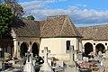 Cloître Cimetière Montfort Amaury 1.jpg