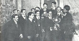 Basque derby - The Club Ciclista de San Sebastián team with the 1909 Copa del Rey
