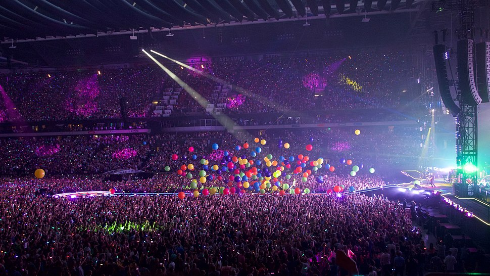 Coldplay perform %22Adventure of a Lifetime%22, Amsterdam Arena, June 2016 (5)