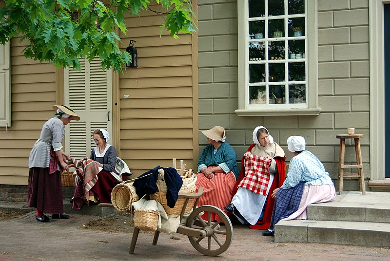 Colonial Williamsburg ladies.jpg