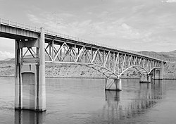 Columbia River Bridge at Bridgeport.jpg