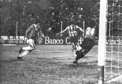Copa Libertadores 1983 - Estudiantes 3 x 3 Grêmio Photo 1.png ... 310e302a358ca