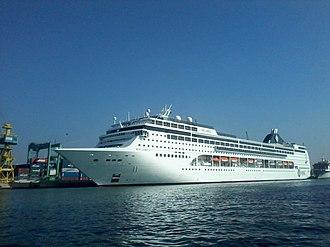 MSC Cruises - Image: Croisiére MSC LIRICA en quai