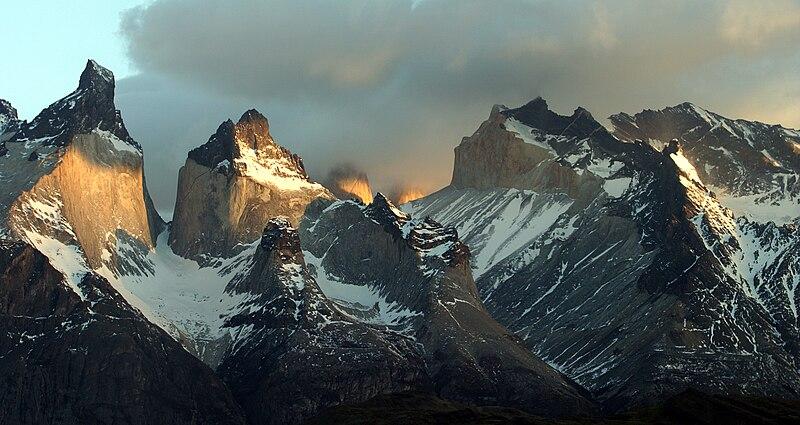 File:Cuernos del Paine.jpg