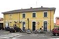 Cusano Milanino stazione ferr lato strada.JPG