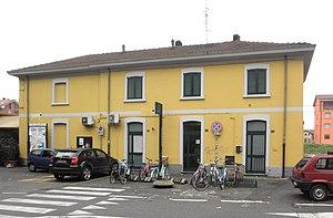 Cusano Milanino railway station - Image: Cusano Milanino stazione ferr lato strada