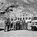 Członkowie wyprawy z Muhammadem Daudem podczas pożegnania z przewodnikiem - W drodze do Tala-o-Barfak - 002421n.jpg