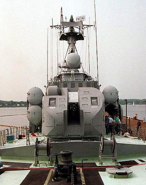 خطط البحريه الروسيه لتجهيز سفنها بالمدفع البحري AK-176 الشبحي !  476px-DN-SC-93-05851