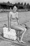 Dawn Fraser 1960b.jpg