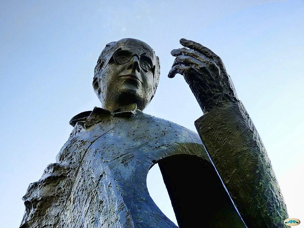 Detalle da estatua de Castelao en Pontevedra