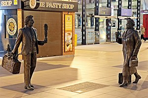 Liverpool Lime Street railway station - Statues of Ken Dodd and Bessie Braddock, installed in 2009
