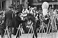 Dodenherdenking op Dam in Amsterdam koningin Juliana en Prins Bernhard leggen k, Bestanddeelnr 928-5583.jpg