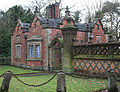 Dorfold Hall gatelodge, Aston.jpg