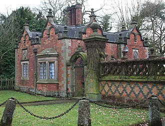 Acton, Cheshire - Gate lodge of Dorfold Hall
