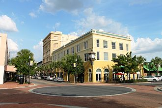 Winter Haven, Florida - Central Avenue at the west side of downtown (Central Park is behind the photographer)