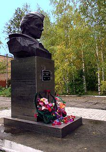 Памятник с сердцем Заозёрный памятник на могилу Тюмень