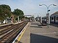 Ealing Broadway stn District platform 8 look east2.JPG