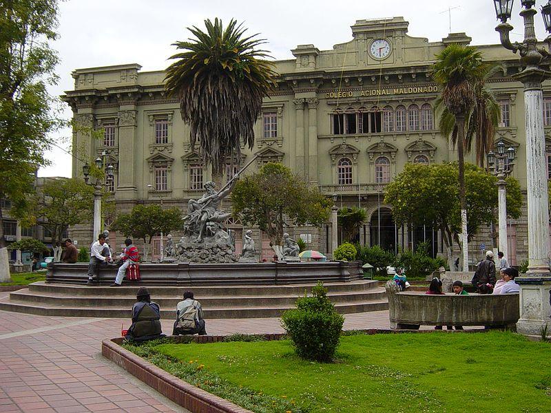 https://upload.wikimedia.org/wikipedia/commons/thumb/6/60/Ecuador_Riobamba_ParqueMaldonada.JPG/800px-Ecuador_Riobamba_ParqueMaldonada.JPG