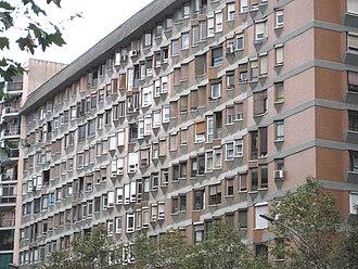 Avinguda Meridiana - Edifici Meridiana, an apartment block designed by Oriol Bohigas.