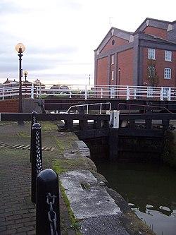Ellesmere port basin lock1