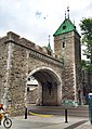 Entrance through the city walls, Porte St Louis, at Quebec City, Canada - panoramio.jpg