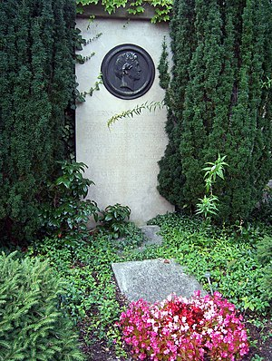 Ernst Friedrich August Rietschel - Rietschel's grave at Trinitatisfriedhof in Dresden, sculpture by Adolf von Donndorf, his disciple